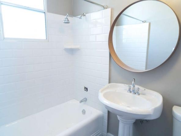 Kenmore Arms Studio Unit Bathroom